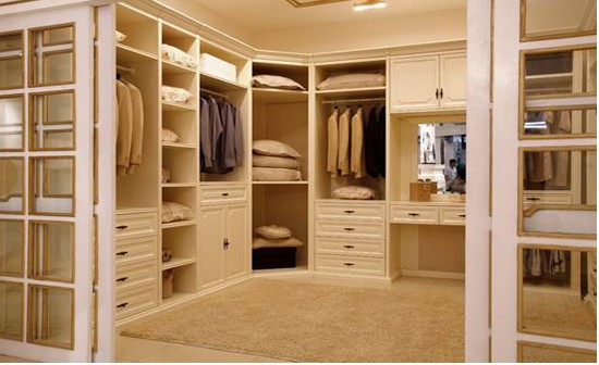 Tips To Organize Your Walk In Closet