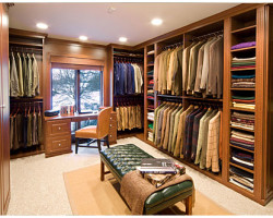 Top 4 Tips to Organize Your Walk-In Closet?