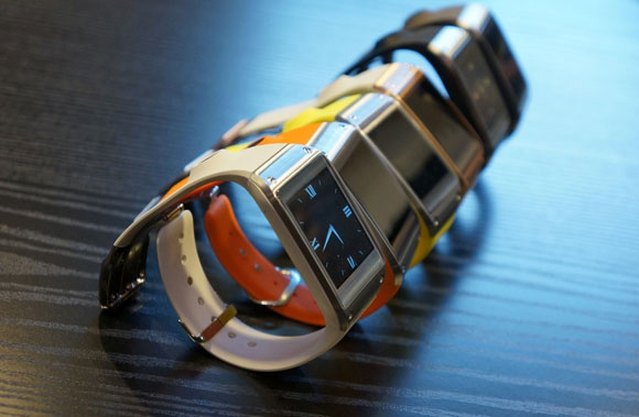 q09-03_15-43-19vs_verge_sup - Samsung Galaxy Gear - The Smart Watch in Pictures