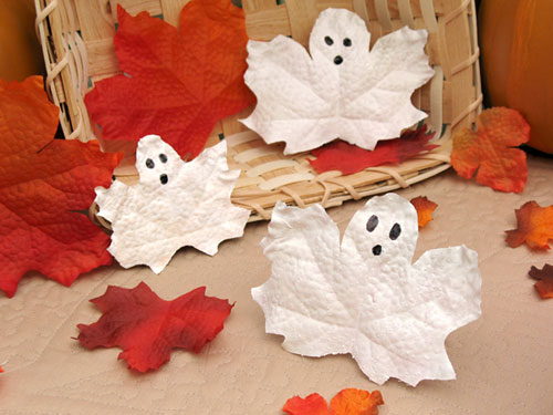 Frosty-Leaf-Ghosts - Halloween Crafts