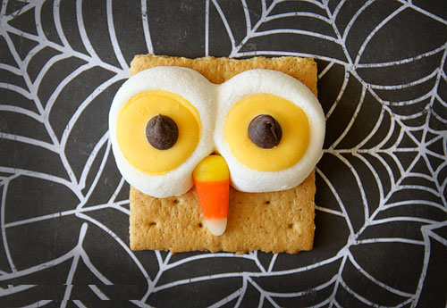 Owl-Smores-by-Living-Locurt - Halloween Kids Party Ideas