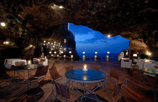 Designing a Restaurant with Cave Theme (1)
