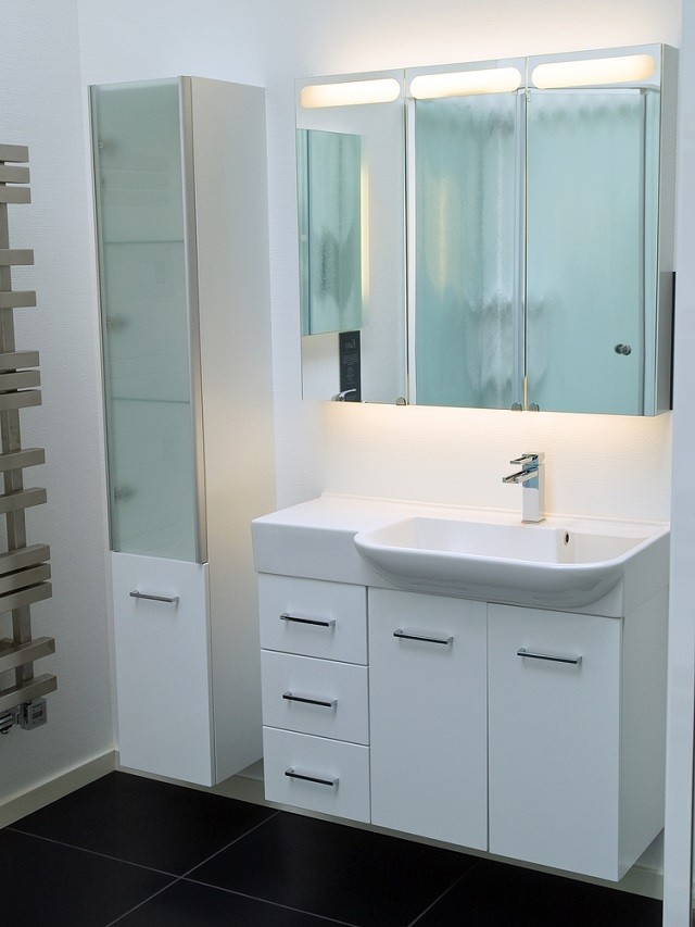 29 creative bathroom vanities for small spaces for Best bathroom vanities for small bathrooms